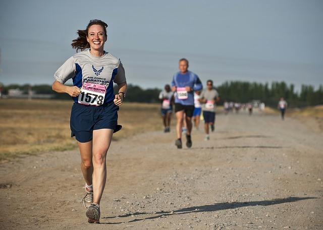 závodníci maratonu
