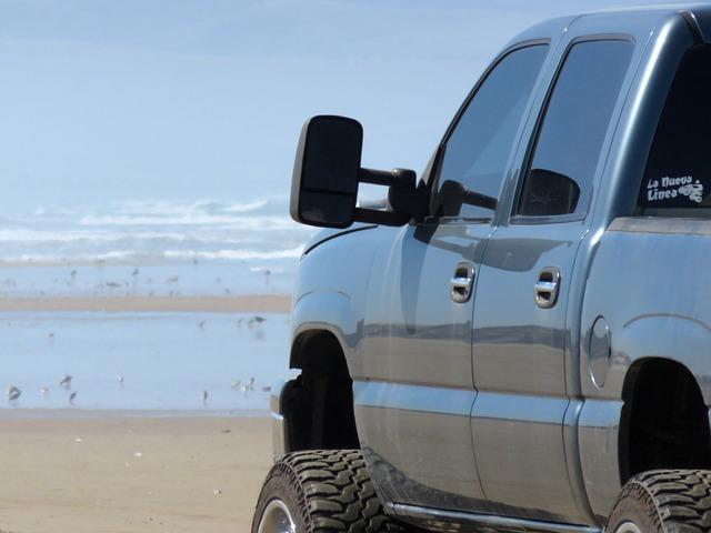 terénní auto na pláži
