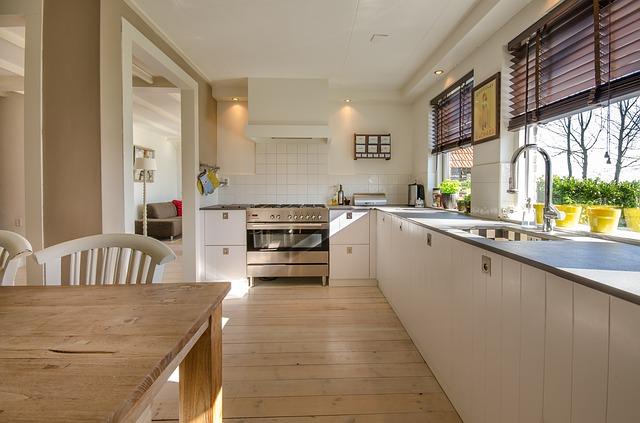 okna v kuchyni